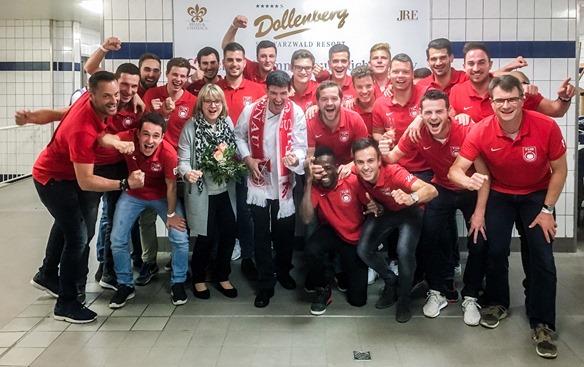 1. Mannschaft bei Küchenparty auf dem Dollenberg