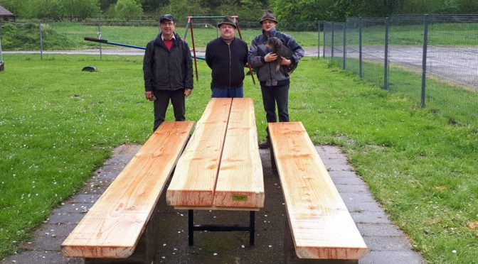 Maisacher Roßgumbe-Club stiftet Sitzgruppe