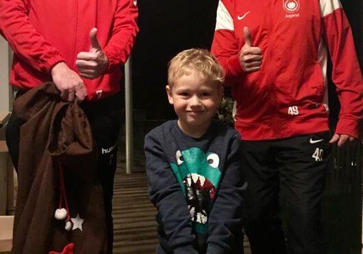 TuS Bambini Trainer waren als Helfer des Nikolaus unterwegs